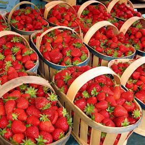 Strawberry en masse by Keld Helbig Hansen - Food & Drink Fruits & Vegetables (  )