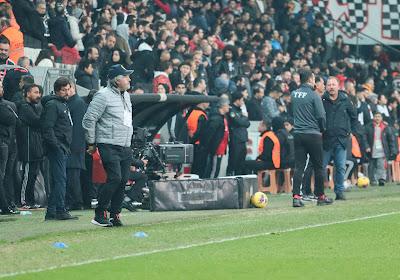 📷 Les joueurs du Besiktas ont formé les initiales de George Floyd dans le rond central