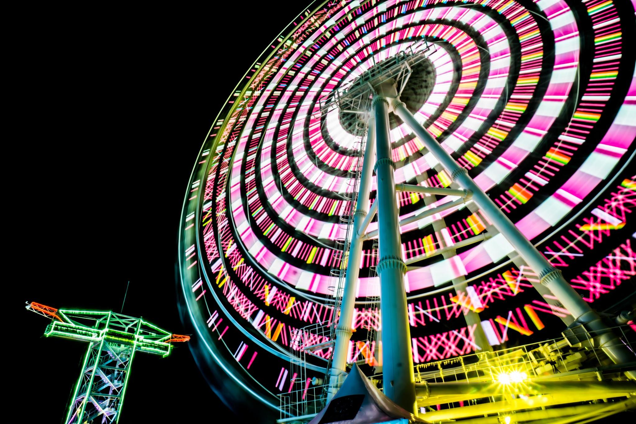 Huis Ten Bosch illumination Kingdom of light White ferris wheel