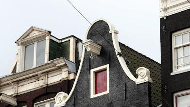 Photo: Evlerde maksimum oturma alanı elde etmek için merdivenler çok dar tutulmuş
