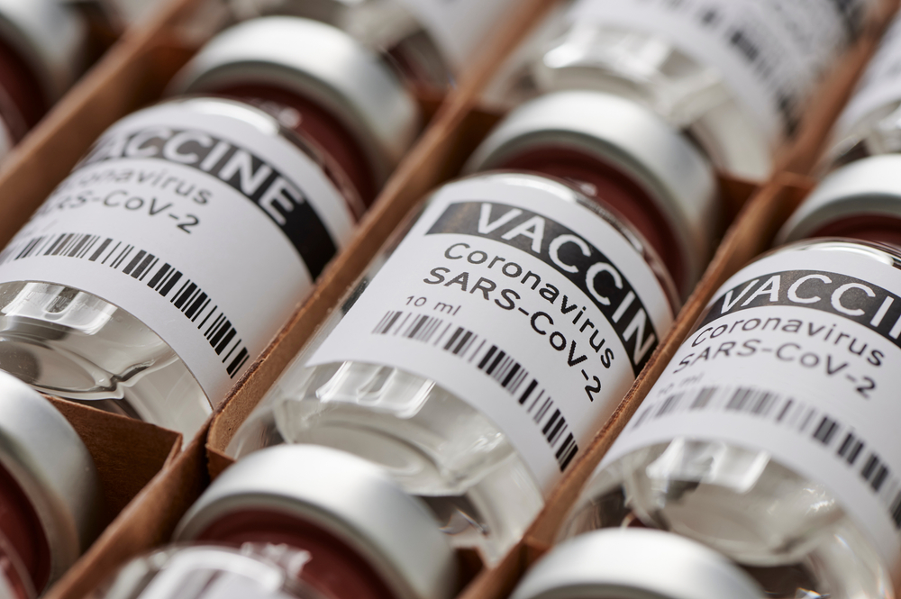 Desequilíbrio na distribuição das doses da vacinação entre as nações mais desenvolvidas em comparação às mais pobres chamou a atenção da OMS. (Fonte: Shutterstock)