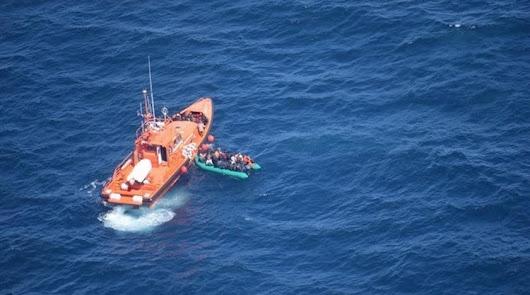Llegan al puerto de Almería a 70 migrantes que cruzaron en varias pateras