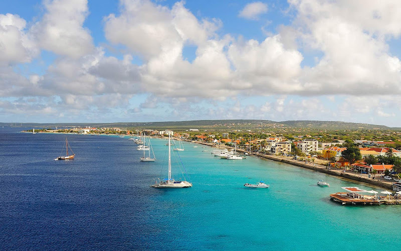 Boats in the tropical waters along the scenic coastline of Bonaire.