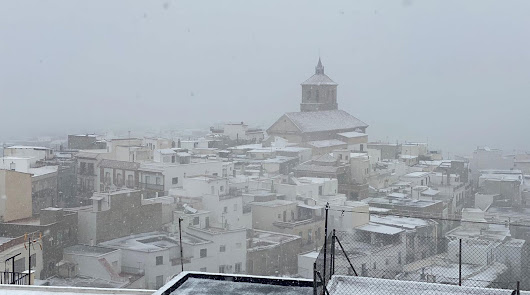 La silueta del casco urbano de Abrucena en invierno