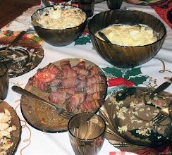 Photo: Wątróbka zawijana w bekon, sałatka jarzynowa, sałatka z jajek faszerowanych