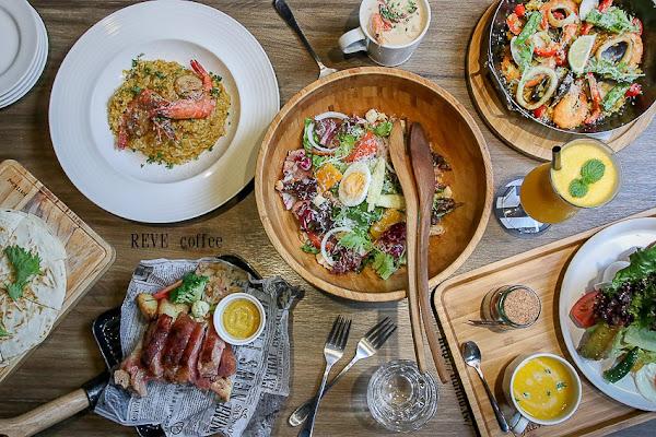 質感工業風餐廳,聚餐必訪!現點手作的西班牙烤飯,用料澎湃義麵!嚴選食材好美味!「黑浮咖啡-萬昌店」|台南火車站|