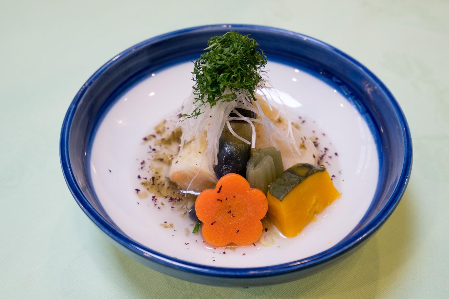 4.蓋物:海老湯葉真丈、生海苔餡仕立て