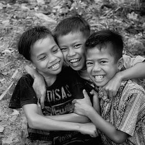 Best Friend Forever by Faizal Fahmi - Babies & Children Child Portraits ( laughing, playground, daughter, children, best friend, kid )