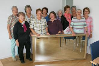 Photo: Die Pensionierten Mitarbeitenden überraschten mit einem Geschenk für die neue Stube!