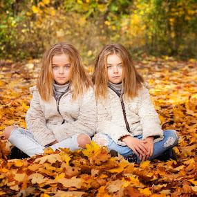 Raya&iva by Anna Anastasova - Babies & Children Child Portraits ( girls, sisters, autumn, child portrait, children, autumn colors, twins )