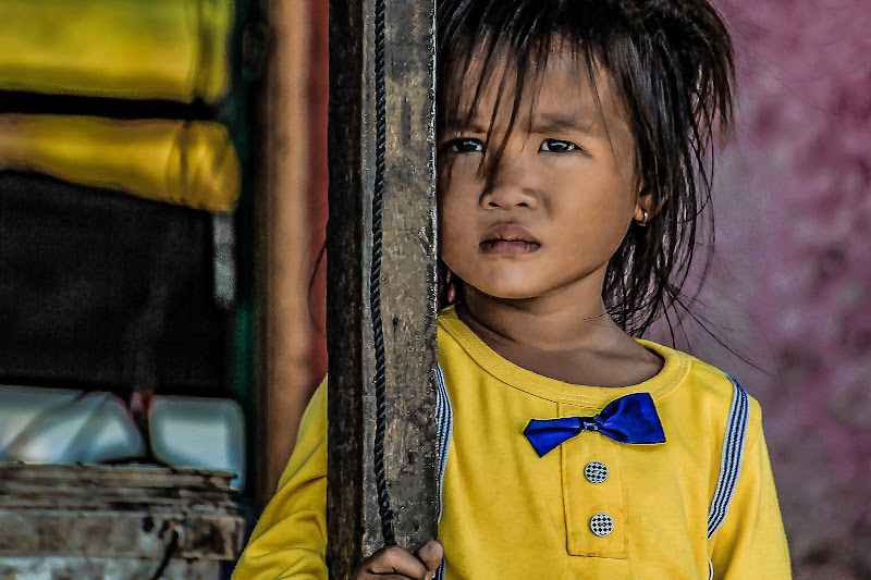 Little girl in yellow di Dan57