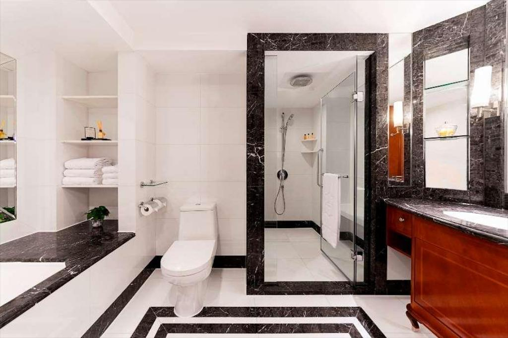 A Bathroom With A Standup Shower  Description Automatically Generated With Low Confidence