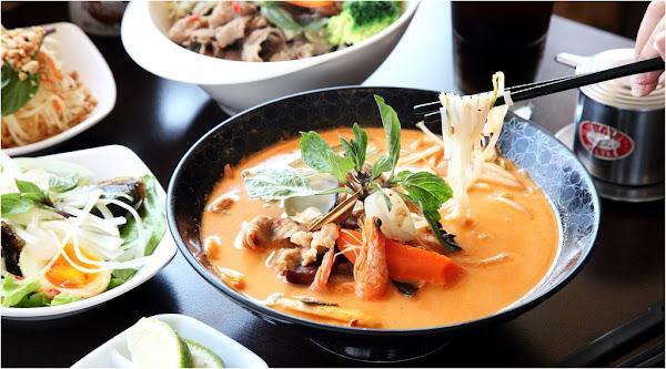 台南美食-豬鼻子越式創意料理~平價享用創意越式河粉,種類豐富湯底搭配主食變化出各種美味好料
