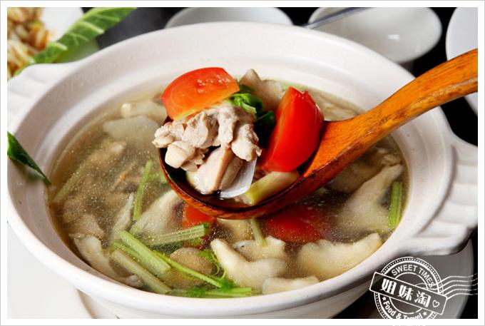 阿杜皇家泰式料理菜單南薑雞湯