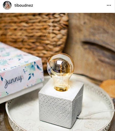 jeux concours instagram avec Tiboudnez pour gagner une lampe en béton coloré de la créatrice junny