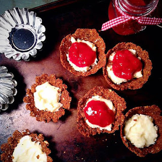 Raw Cheesecake Tarts with Dates Crust Recipe