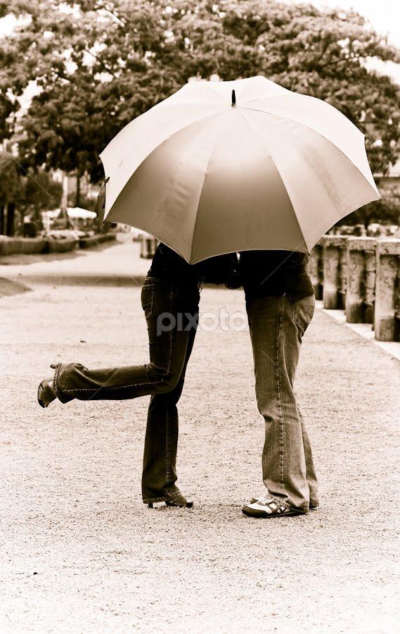 In The Rain by Cristina Casati - People Couples