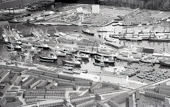 Photo: [1970 ©-Helmuth Tjemmes] - http://www.rotterdam010.nl/024-Helmuth-Tjemmes/index.htm - maquette C70 - in het midden Katendrecht zoals het er toen uitzag.