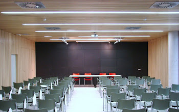 Photo: Salón de actos polivalente / Meeting Room