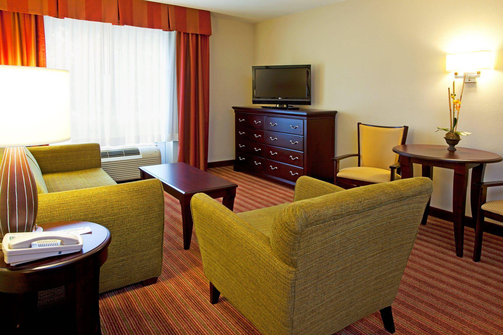 Holiday Inn and Suites Orange Park Wells Rd