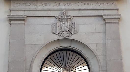 Cultura pide opinión sobre el escudo franquista de la Escuela de Arte