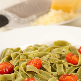Spinach Fettuccine with Fresh Tomatoes and Garlic.