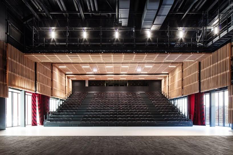 Centro de Congresos en Haute Saintonge por TETRARC