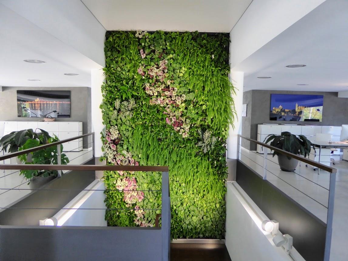 Jard n vertical f p en santa pon a urbanarbolismo for Jardin vertical oficina
