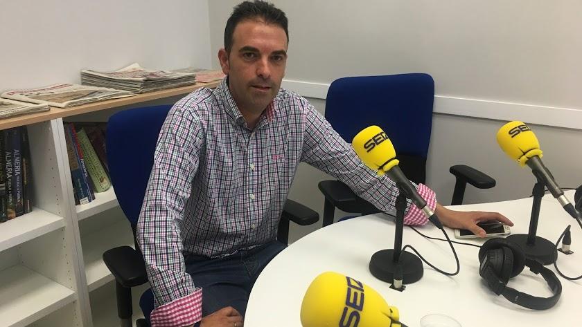 El alcalde de Antas, Pedro Ridao, en los estudios de la Cadena SER en VEra.