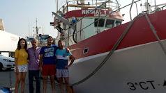 Concejala de Festejos, Ana María Moreno junto a Nicolas López y familia, de la embarcación \'Nicolas y Ana\'.