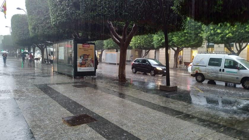 Imagen del centro de Almería en un día de lluvia.