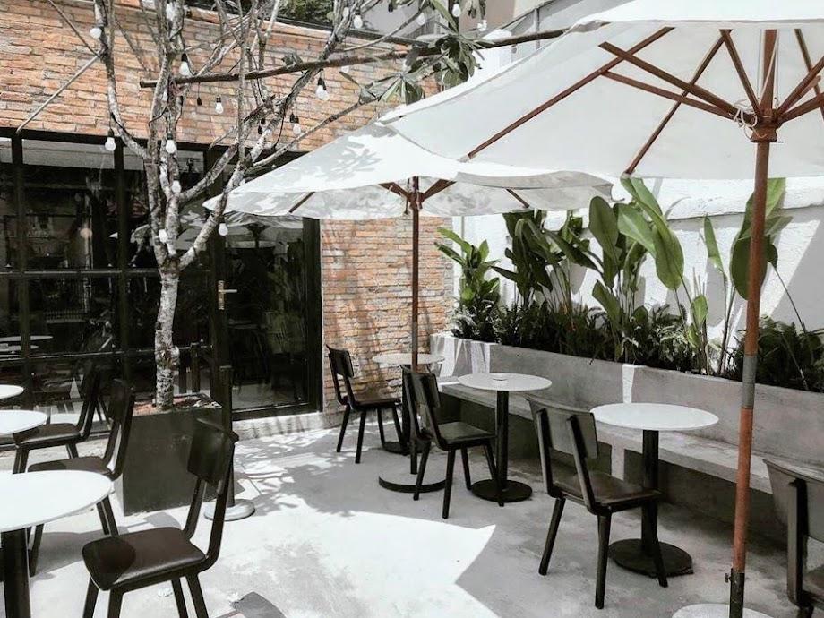 Fair Heaven - mới toanh, 3 tầng lầu xinh xắn tha hồ chụp, nắng ngập tràn luôn, có món bia bơ lạ lạ mà quen quen nên thử nha  địa chỉ : 178A Pasteur