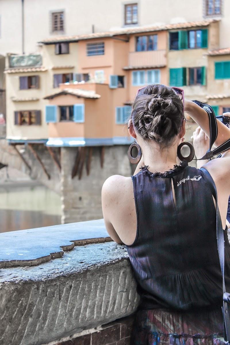 Photolady on Ponte Vecchio Bridge di marvi