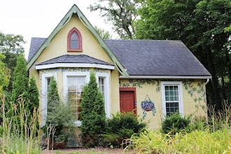 Photo: Hand painted house at Niagara-on-the-Lake.