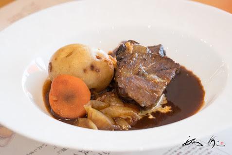 牛ほほ肉 赤ワイン風味のビーフシチュー