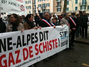 Photo: en savoir plus: http://stopgazdeschiste.org/2012/04/15/samedi-14-avril-2012-1500-personnes-a-bourg-en-bresse-pour-dire-non-aux-forages-hydrocarbures/