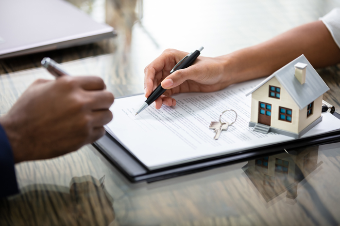 When you move into a property, insist on an inspection which is put in writing and signed by both you and your landlord. Picture: 123RF/ANDRIY POPOV