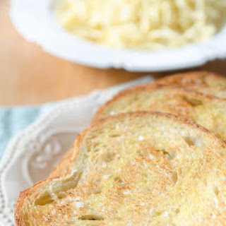 The BEST (and Easiest!) Garlic Bread Recipe