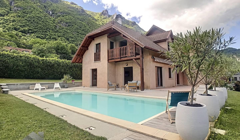 Maison avec piscine et terrasse Bourdeau