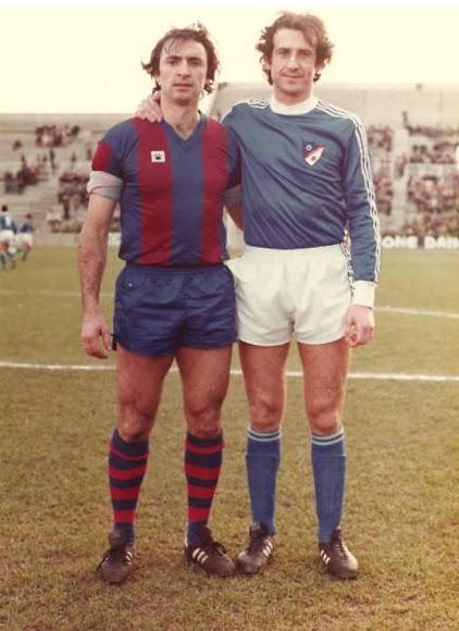 En el Ciutat de Valencia junto a su amigo Floro Garrido en un Levante-Linares de Segunda.