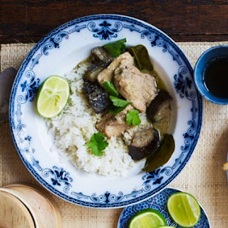Slow cooker Thai chicken curry.