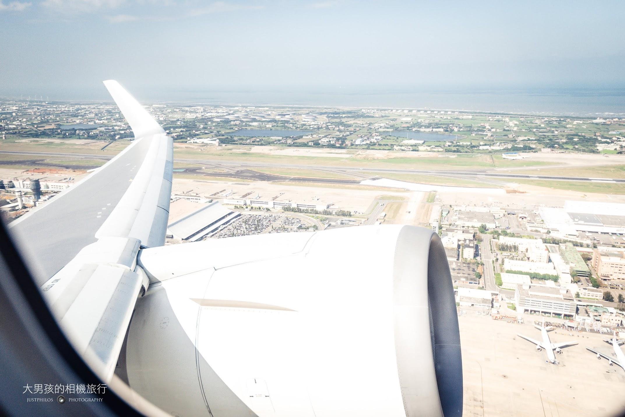 這次搭乘的日航爬升非常的快,不一會兒桃園機場就遠遠的拋在遠方。