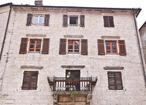 Old-Kotor-building.jpg - A building in Old Kotor, Montenegro.