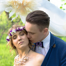 Wedding photographer Maksim Gulyaev (maxgulyaev76). Photo of 25.09.2016