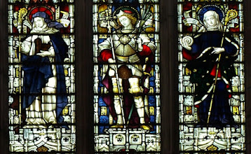 Photo: Detail 6 - Stained glass window West front Hereford Cathedral - 1902