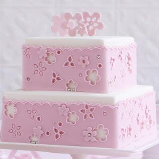 Anglaise Lace Cake.