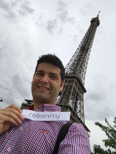 Ramón González, en una imagen remitida a LA VOZ desde París.