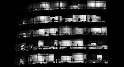 gli uffici di sera