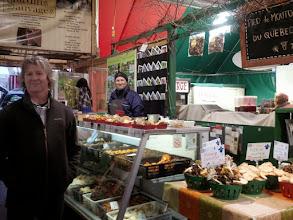 Photo: Notre kiosque au Marché Jean Talon avec le gérant Benoit St-Jacques