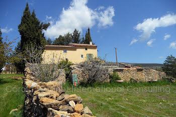 villa à Cruis (04)